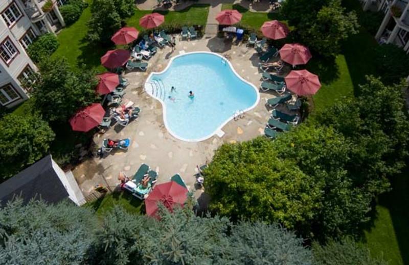 Outdoor pool at Residence Inn Mont Tremblant Manoir Labelle.