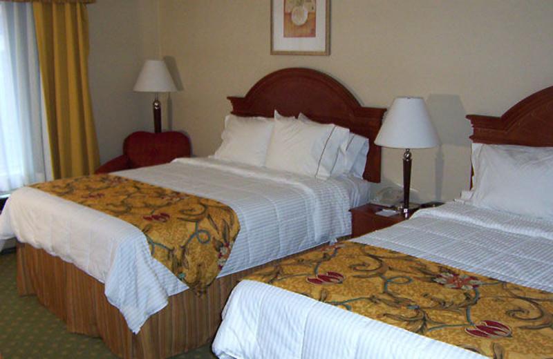 Guest room at Fairfield Inn & Suites Detroit Farmington Hills.