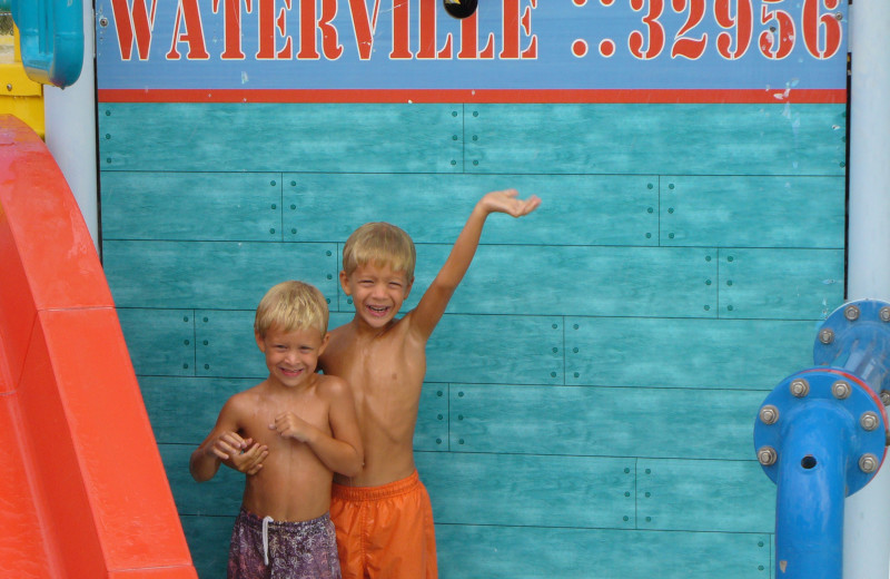 Kids at water park at Gulf Shores Vacation Rentals.