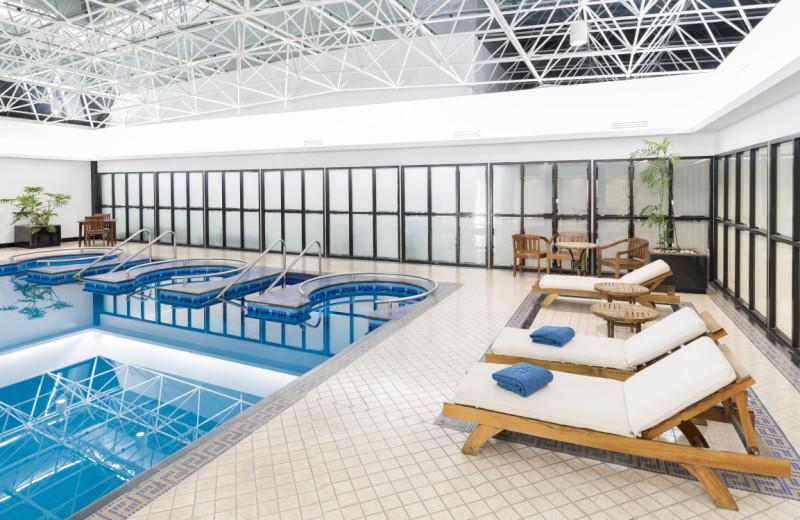 Indoor pool at Hotel Krystal Grand Reforma Uno.