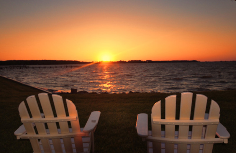 Watch the sunset at Harbourtowne Golf Resort