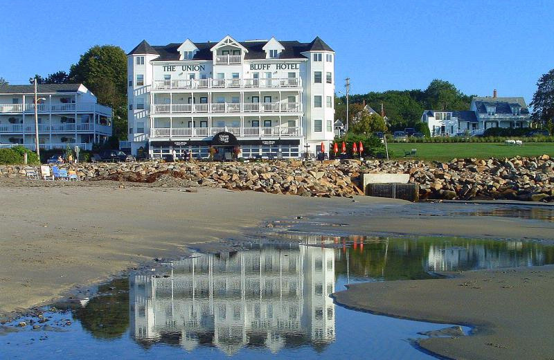 Exterior view of Union Bluff Hotel.