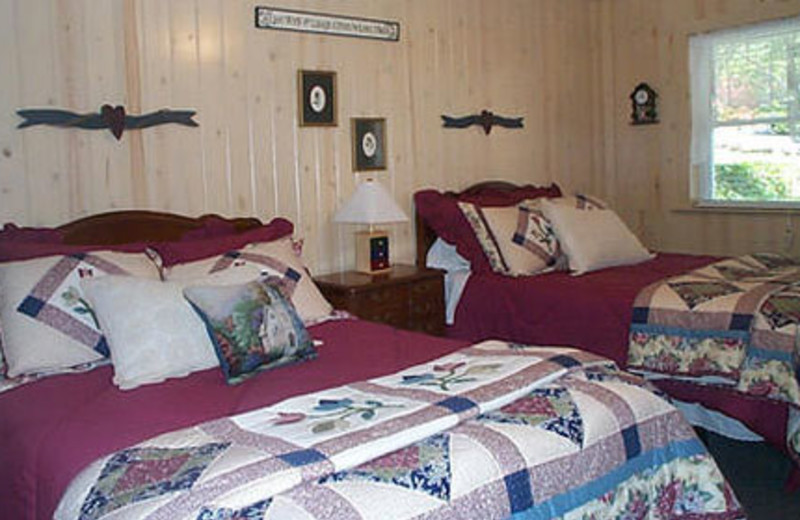 Guest bedroom at Mountain Aire Cottages & Vacation Rentals.