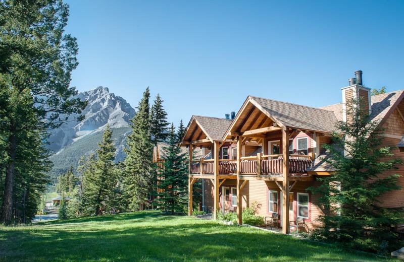 Exterior view of Buffalo Mountain Lodge.