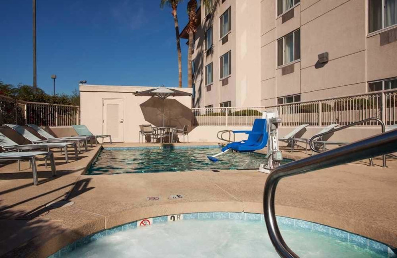 Outdoor pool at SpringHill Suites Phoenix Glendale/Peoria.