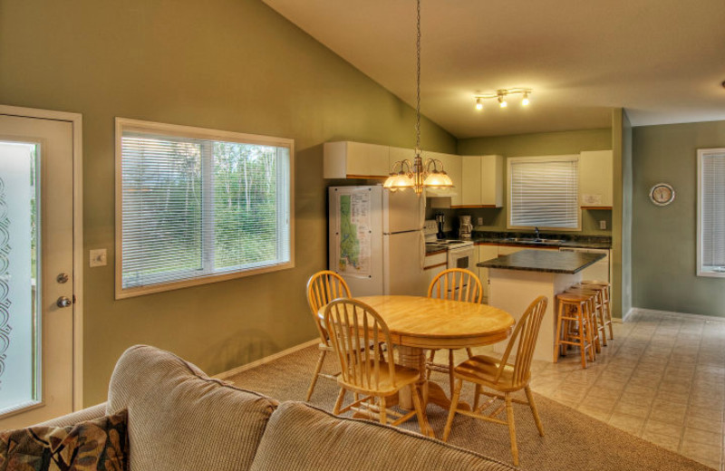 Cottage kitchen and dining room at Elk Ridge Resort.