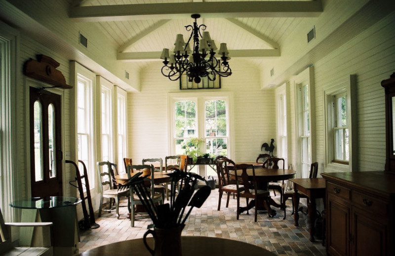 Dining room at Rainbow Courts Bed & Breakfast.