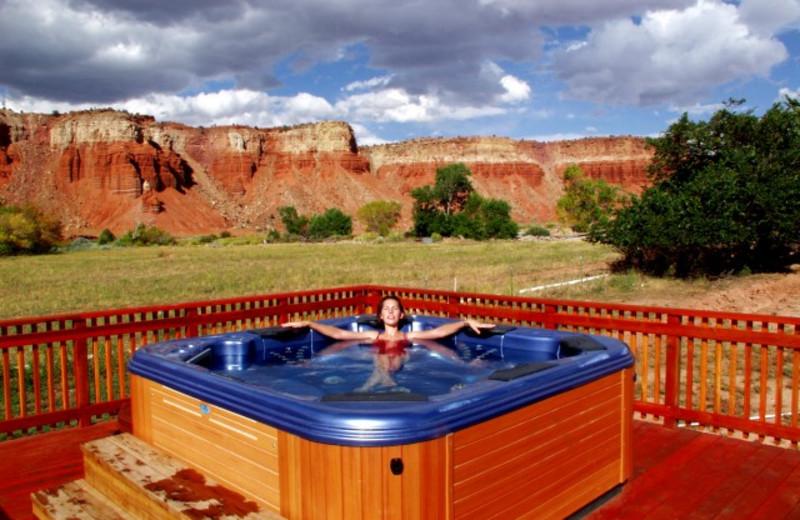 Outdoor hot tub at The Lodge at Red River Ranch.