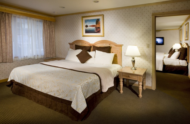 There are a variety of suites and specialty rooms at the Golden Arrow