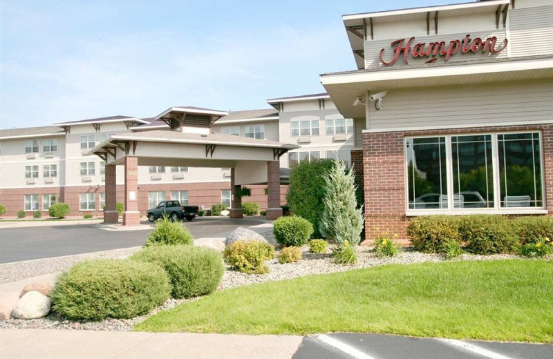 Exterior view of Hampton Inn Duluth.