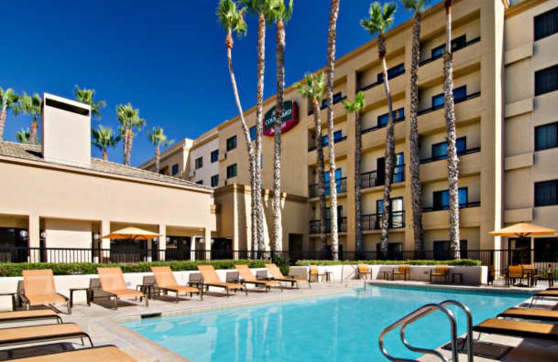 Outdoor pool at Courtyard by Marriott Laguna Hills Irvine Spectrum/Orange County.