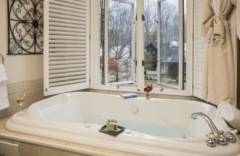 The MacKenzie Suite Jacuzzi tub at Glenlaurel, A Scottish Inn & Cottages.