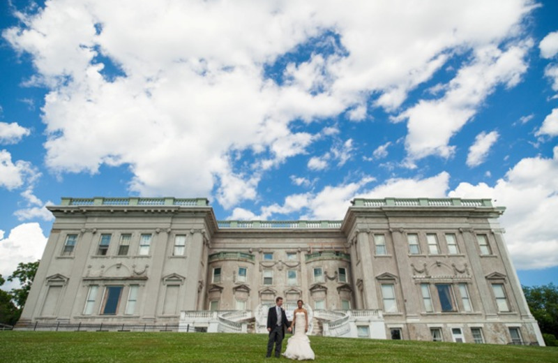 Mansion weddings near The Rhinecliff Hotel.