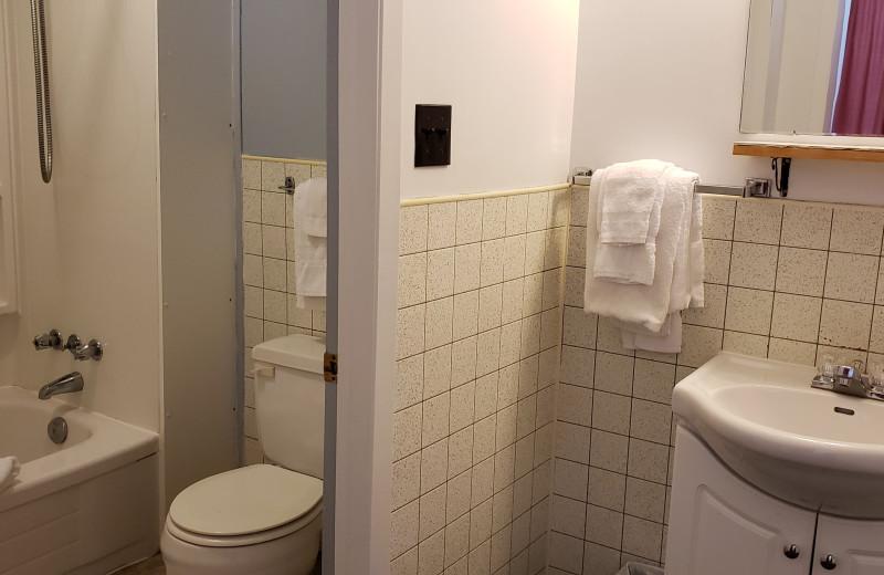 Guest bathroom at Sejour Kouchibouguac Resort.