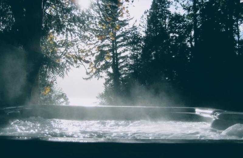 Hot tub at Ocean Wilderness Inn & Spa Retreat.