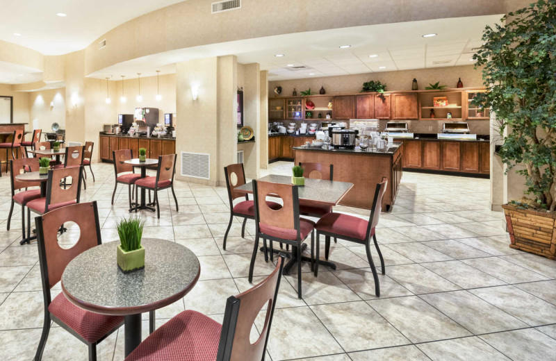 Dining at Comfort Suites Goodyear.