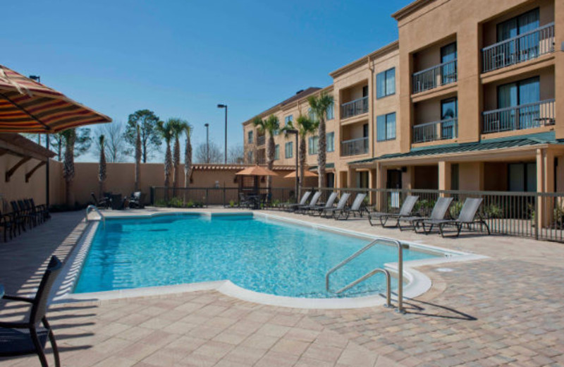 Outdoor pool at Courtyard Gulf Shores Craft Farms.