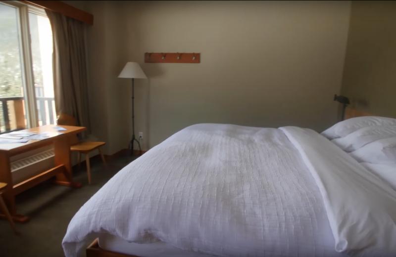 Guest bedroom at Cariboos Lodge.
