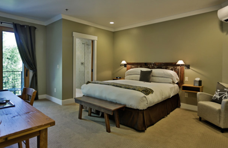 Guest room at Hanford House Bed & Breakfast Inn.