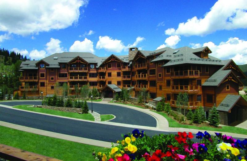Exterior view of Mountain Thunder Lodge.