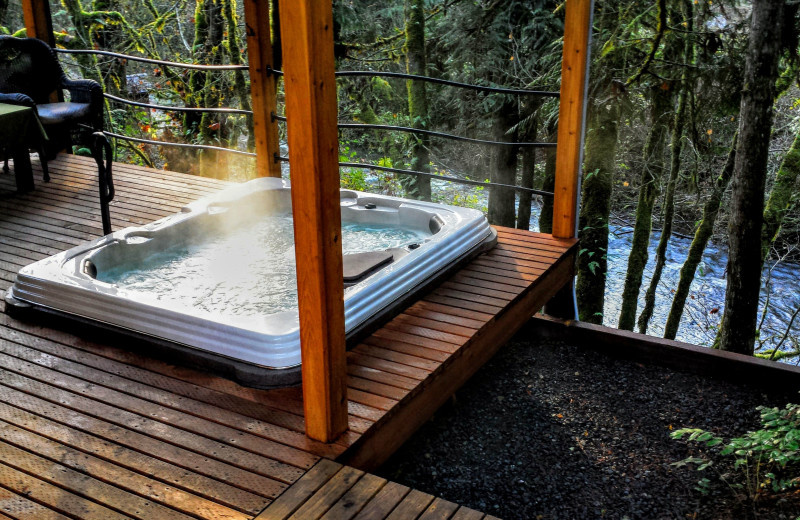 Hot tub at Zen River Retreat.