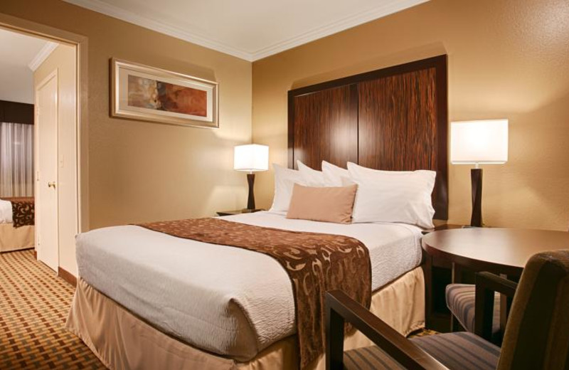 Guest room at Orchid Suites Roseville.