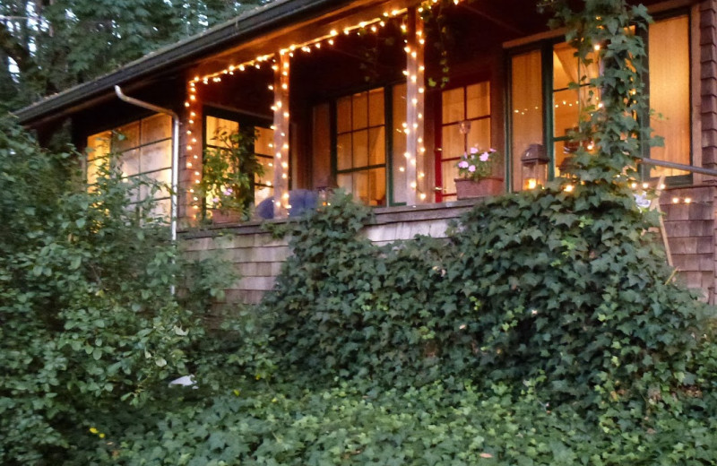 Exterior view of A Calistoga Enchanted Cottage.