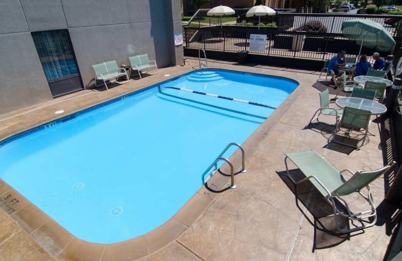 Outdoor pool at Hampton Inn St. Robert.
