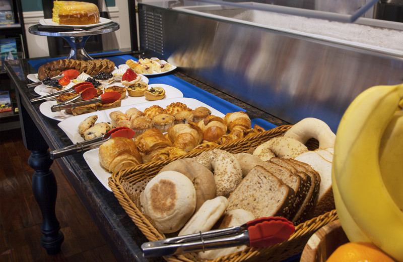 We are proud of our expanded continental breakfast!  Lots of choices and complimentary to all guests>