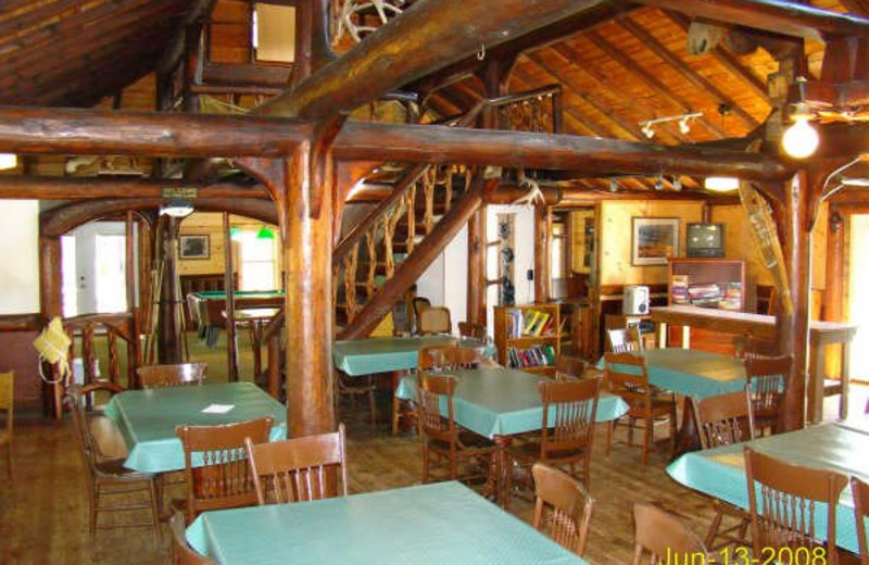 Dining room at Isle O' Dreams Lodge.