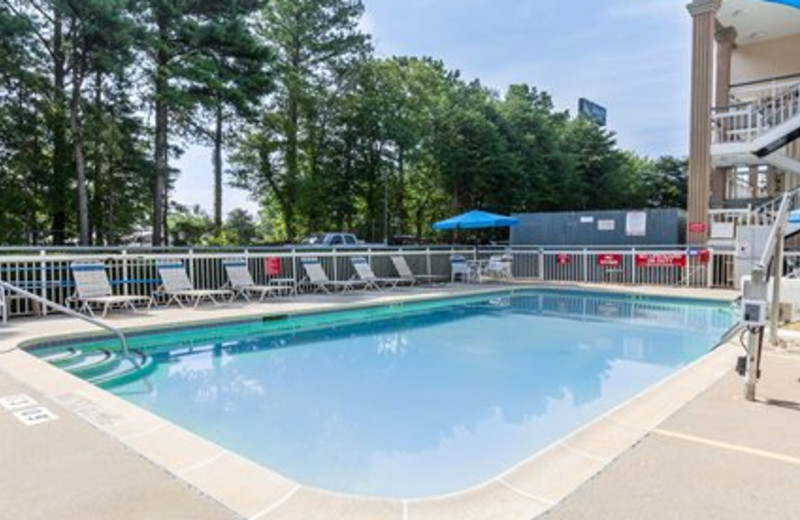 Outdoor Swimming Pool at Quality Inn Northlake