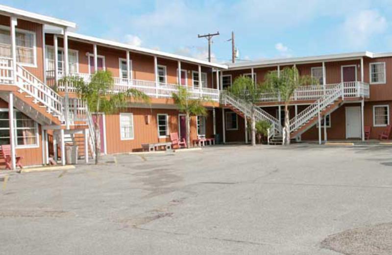 Exterior View of Magic Suntan Motel