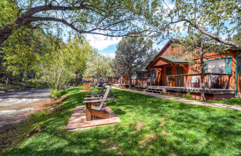 Exterior view of Colorado Bear Creek Cabins.
