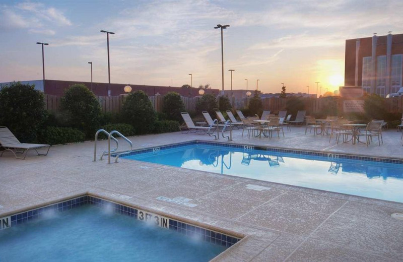 Outdoor pool at Hilton Garden Inn Dallas/Market Center.