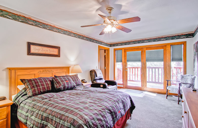 Guest bedroom at Black Canyon Inn.