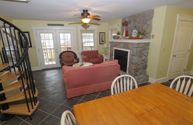 Guest living room at Sheepscot Harbour Village & Resort.