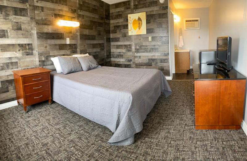 Guest room at Pelican Motel.