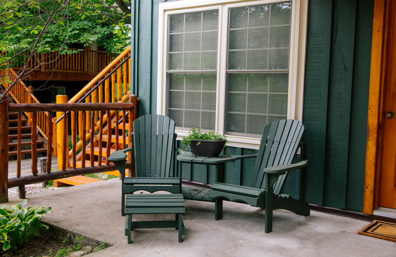 Courtyard Studio accommodation with a spacious patio at Heather Lodge.