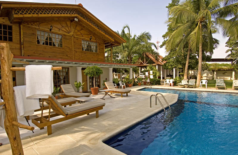 Outdoor pool at Casa Vieja Lodge.