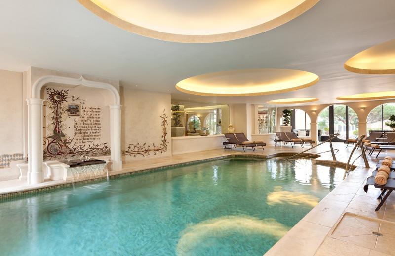 Indoor pool at Château Hôtel de la Messardière.