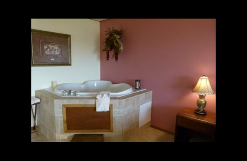 Jacuzzi at Pointe West Resort & Suites.