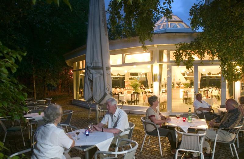Patio at Hotel am Terrassenufer.
