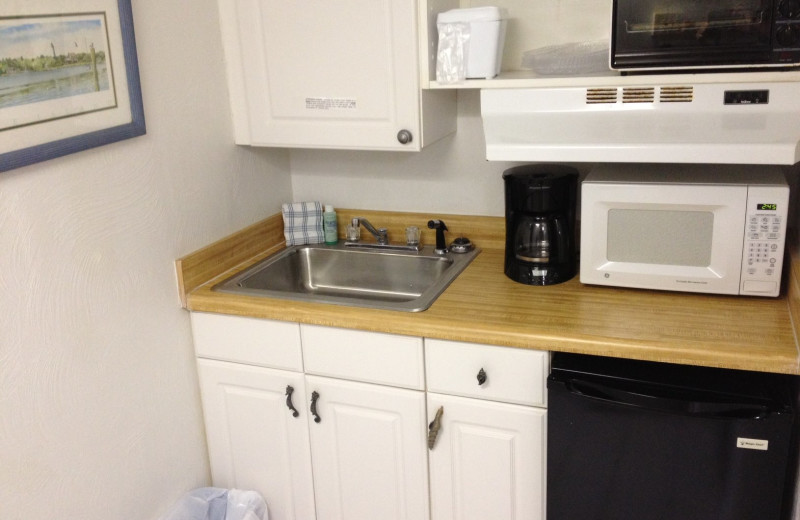 Guest kitchenette at Fountain Beach Resort.