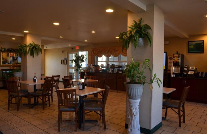 Dining area at BridgePointe Inn & Suites.