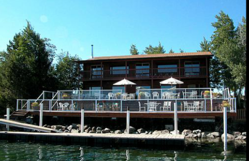 Exterior View of Lakeside Lodge