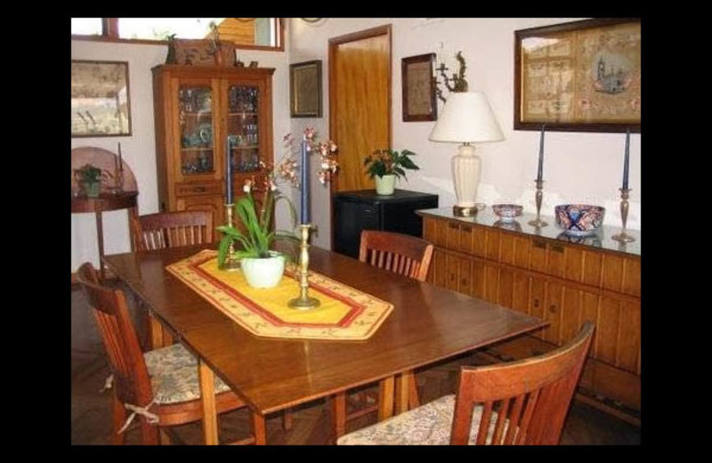 Dining room at Vista Bed & Breakfast.