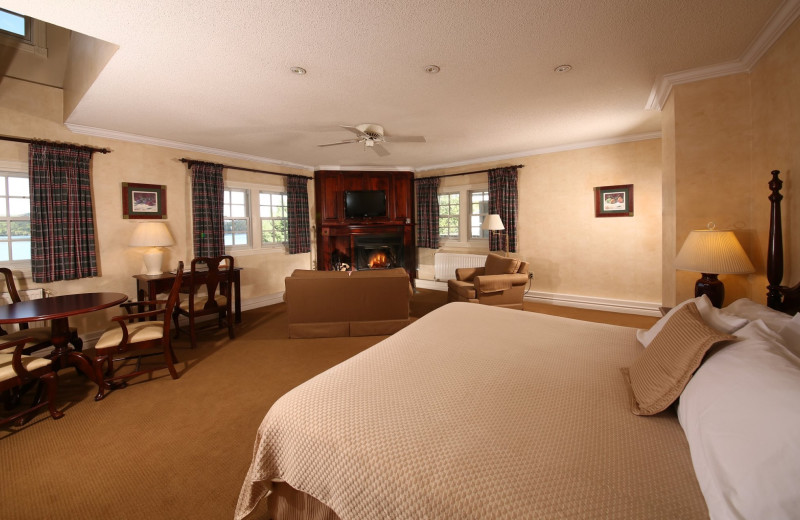 Guest room at Sir Sam's Inn & Spa.
