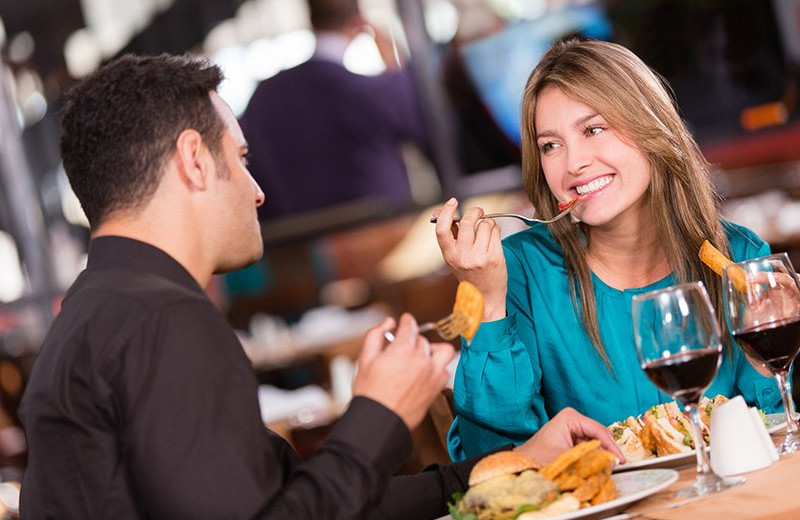 Couple dining at Windjammer Lodge.