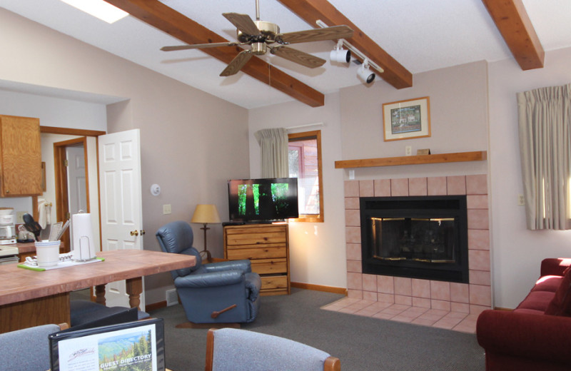 Guest living room at Streamside on Fall River.