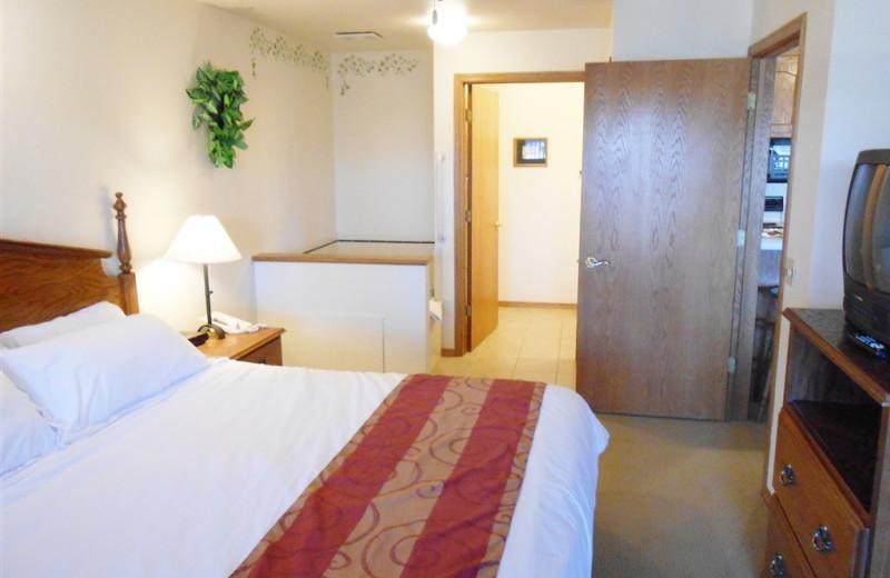 Jacuzzi guest room at Pheasant Park Resort.